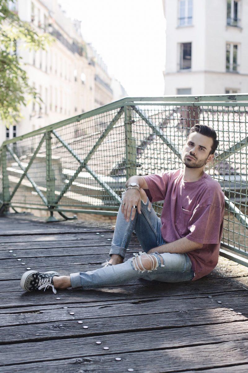 Acid t-shirt & destroyed jean