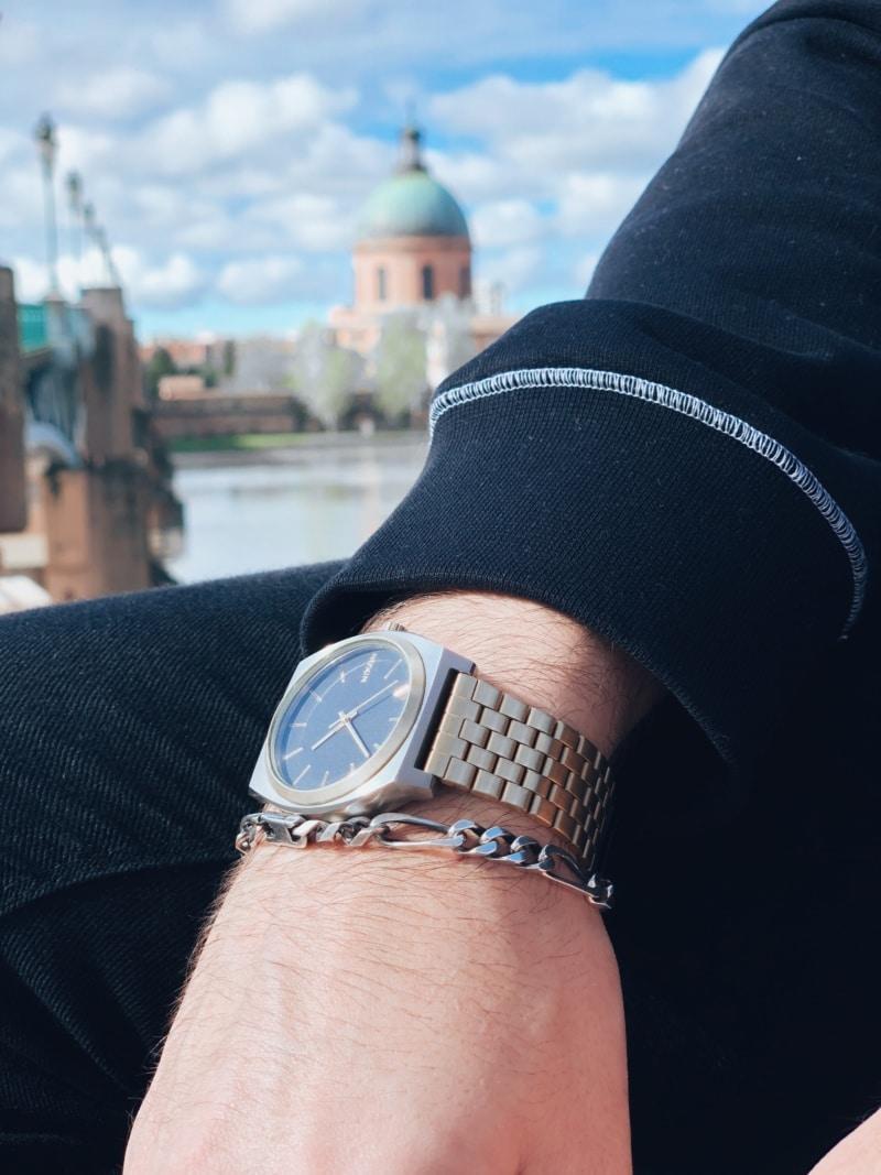 Nixon dorée montre