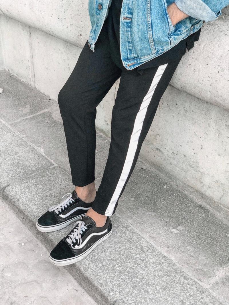 pantalon bandes latérales sur les côtés